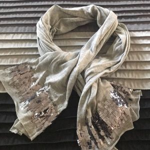 ⭐️4 for 10.00⭐️ Grey scarf